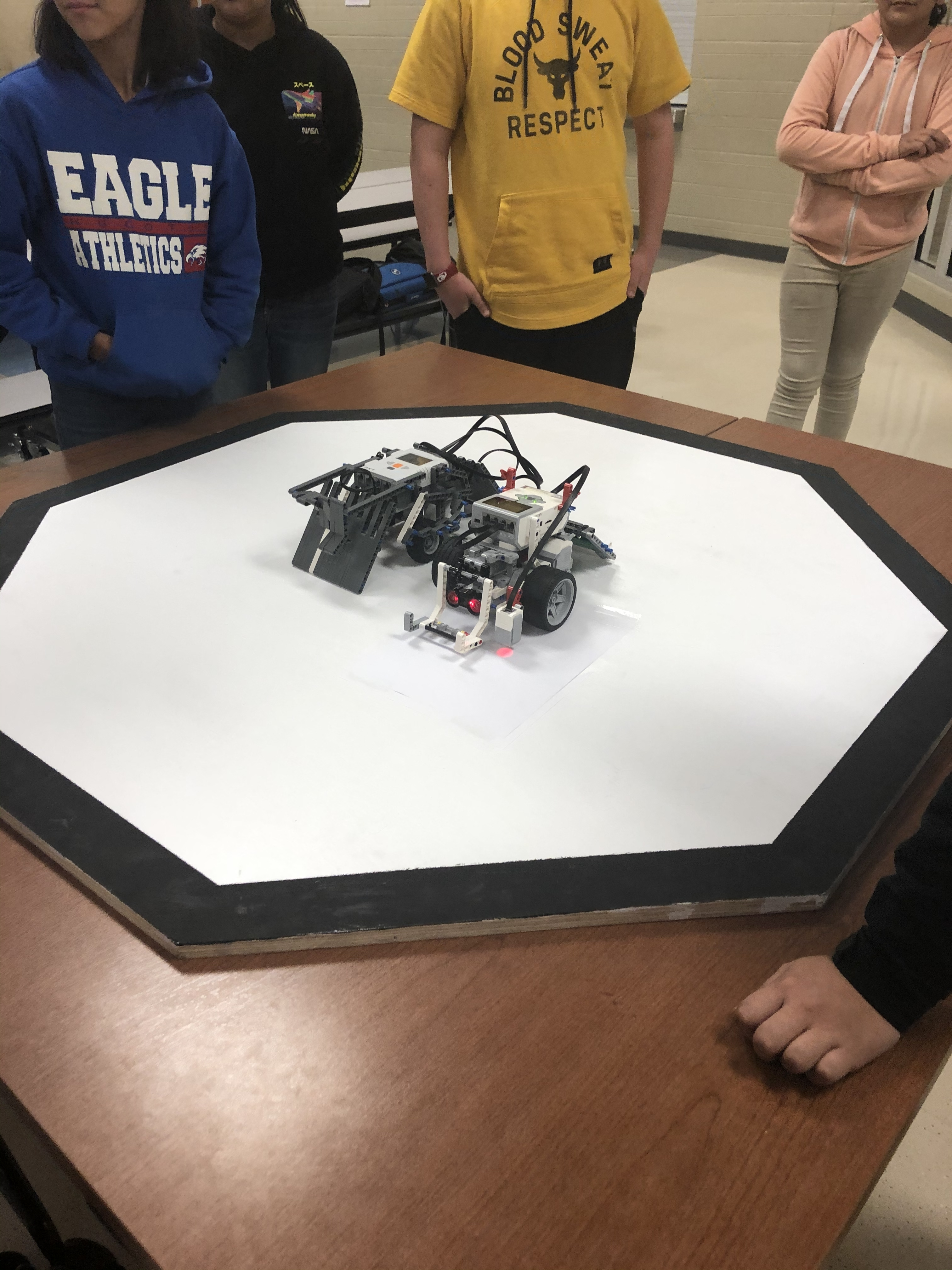 Sumo Wrestling Robot style SRMS vs EMS.